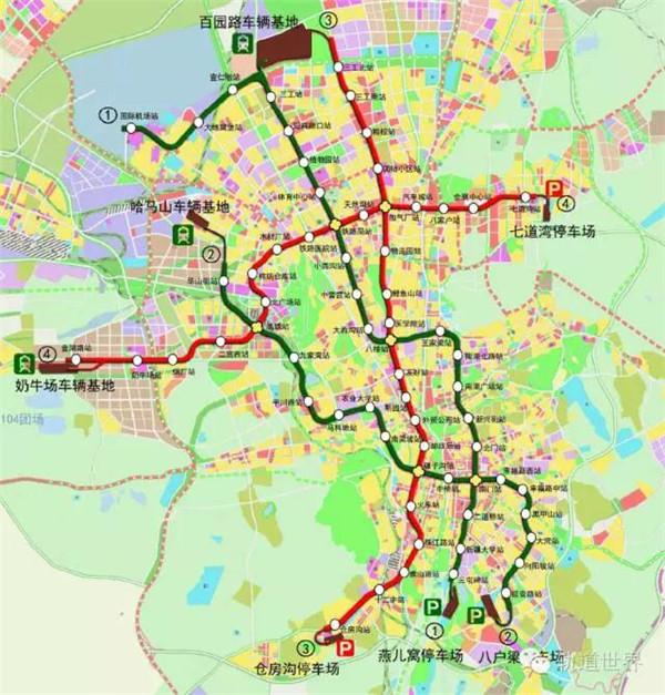 按照《乌鲁木齐市城市轨道交通线网规划(修编)》,至2020年,乌鲁木齐中心城区轨道交通线路有8条,远景规划线网由10条线构成,除了8条中心城区轨道交通线路外,还包括1条市域线和1条城际线。目前已有4条地铁线路在建。